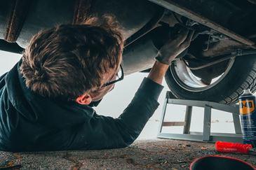 Mycie i konserwacja podwozia w samochodzie