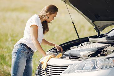 Jakimi środkami najlepiej myć silnik? Sprawdź!